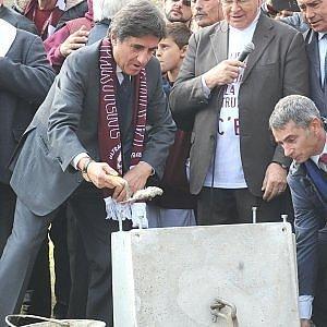 """Torino, in diecimila per la prima pietra del mitico stadio Filadelfia. Cairo: """"Rivogliamo l'ottavo scudetto toltoci nel '27"""""""