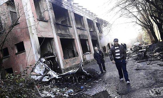Incendio al campo rom risultato di un antico odio etnico for Arredamento etnico bari