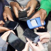 Riprendono i prof in aula e li deridono su WhatsApp: 22 sospesi in una scuola media del...