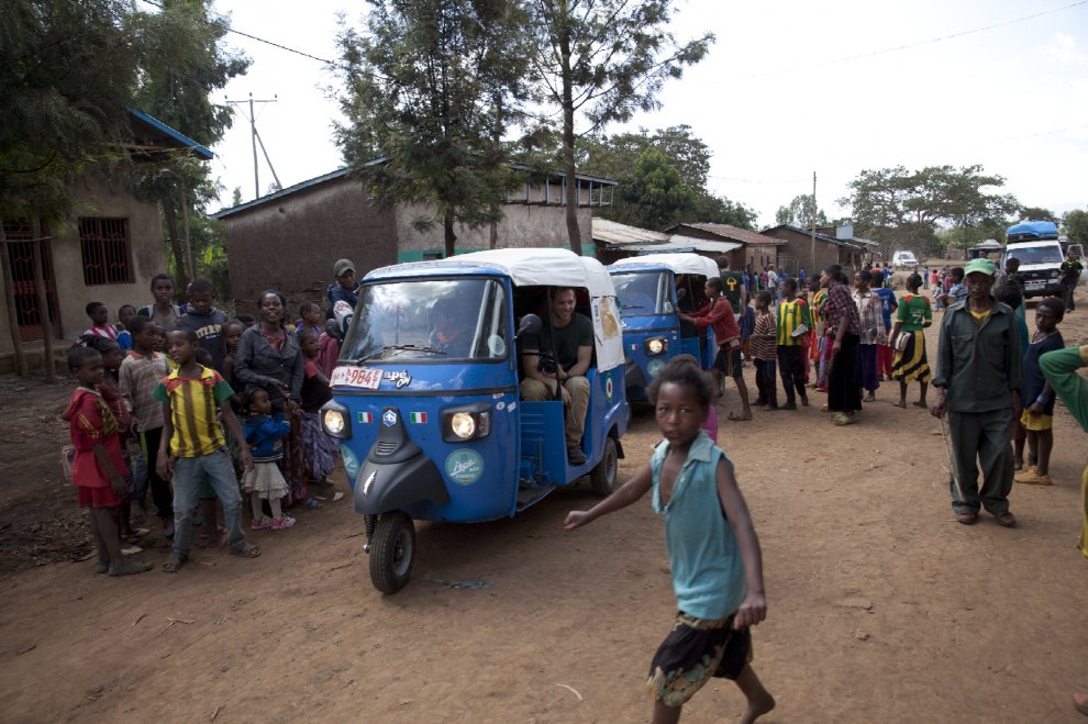 In Etiopia con l'Ape: un tuffo tra 800 bimbi