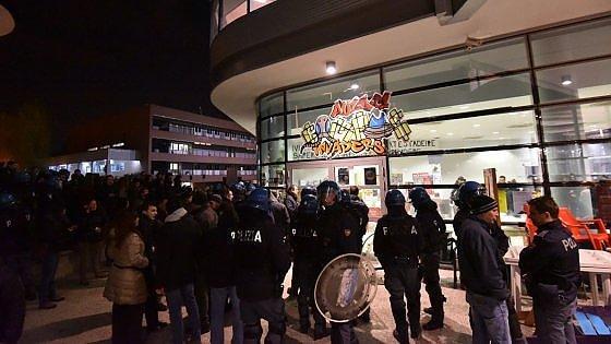 Scontro al Campus Einaudi, feriti tre studenti del Fuan