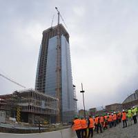 Torino, giù col paracadute dal grattacielo della Regione: due denunciati