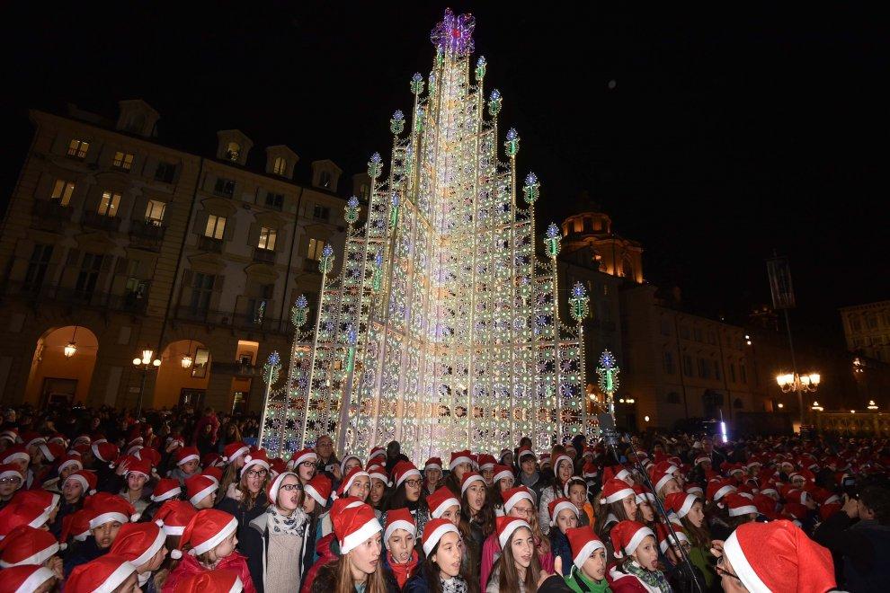 Immagini Di Torino A Natale.Torino Illuminato L Albero Di Natale In Piazza Castello 1