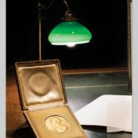 Torino, battuta all'asta per 100mila euro la medaglia Nobel di Quasimodo