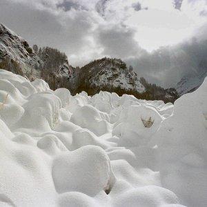 Due sciatori morti per valanghe in Savoia. L'allerta vicina al massimo