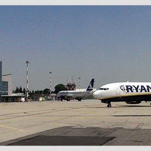 Allarme all'aeroporto di Cuneo per borsa con esplosivo abbandonata nei bagni