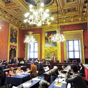 """""""Niente crocifisso in Sala Rossa"""": il consiglio comunale di Torino al voto"""