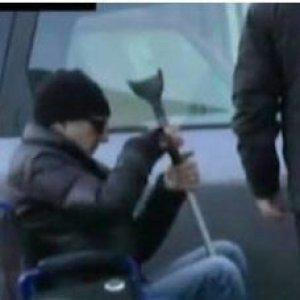 Sulla sedia a rotelle per avere la pensione, condannato a Torino il medico falso invalido
