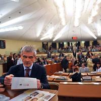 Piemonte, i consiglieri regionali si tagliano lo stipendio: