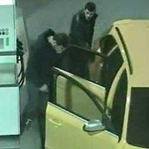 """Ricercato per l'Audi gialla, si consegna a Torino: """"Non sono io"""". Sarà espulso perché irregolare"""