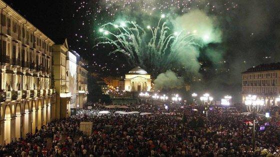 Fuochi d'artificio 'silenziati' a San Giovanni: Torino va alla conta in Sala Rossa (sondaggio)