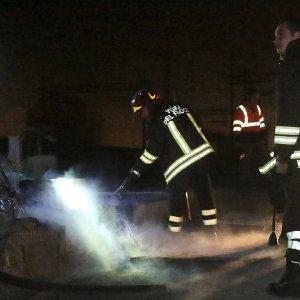 Chiomonte: assalto al cantiere Tav con i fuochi d'artificio, la polizia lancia lacrimogeni
