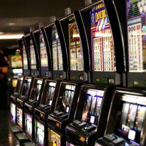 Commerciante perde alle slot machine e diventa rapinatore