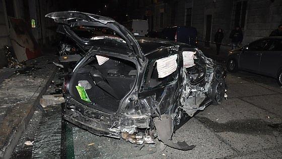 Torino. In auto contro il bus: un morto e sei feriti. Il conducente era ubriaco