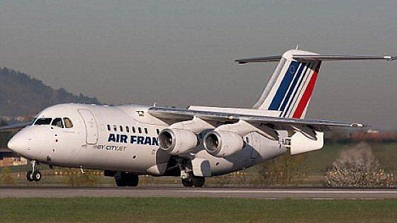 Paura a Caselle, brucia il motore di un aereo Air France al decollo: tutti salvi