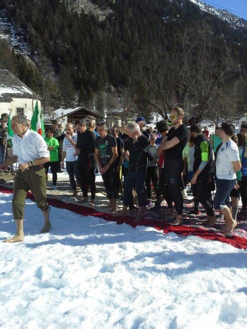 Monte Rosa, a piedi nudi sulla neve per ricordare la ritirata di Russia