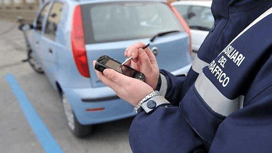 """La Cassazione mette i paletti agli ausiliari del traffico: """"Multe solo sulle strisce blu"""""""