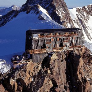 Vercelli: in malattia, scala il Monte Rosa: tradito dalle foto su Facebook