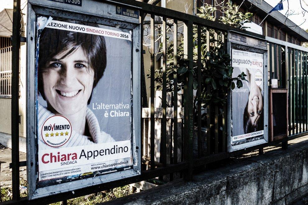 Torino, 25 anni di elezioni raccontati con l'ottica dell'ironia