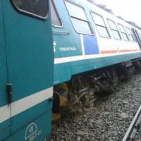 Maltempo, deraglia treno nel Biellese: illesi i passeggeri