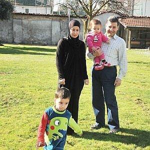 Un tetto per il professore in fuga con tutta la famiglia dall'orrore della Siria