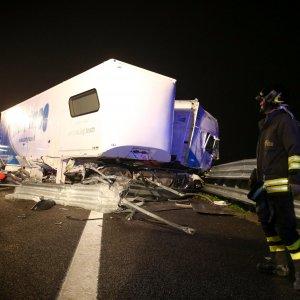 Fossano piange  i quattro musicisti morti sull'autostrada Torino-Brescia