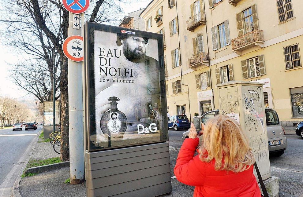 """Torino: Adinolfi nudo per D&G, ma il manifesto è falso. Lui accusa: """"Assalti violenti Lgbt"""""""