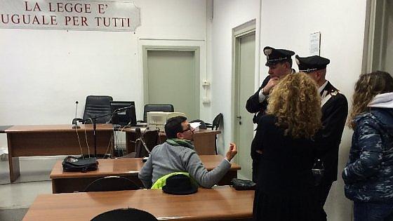 """Alessandria, il gip convalida l'arresto del consigliere grillino e lo rimette in libertà. I 5 Stelle: """"Dimettiti"""""""