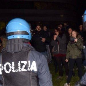 """Torino, arrestati sei """"antagonisti"""" per le aggressioni a giovani di destra al Campus Einaudi"""