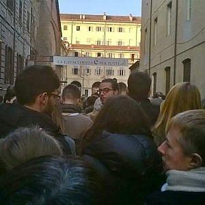 Torino, ressa da concerto rock per ascoltare Piero Angela