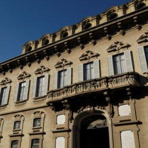 Novara, noto avvocato uccide la moglie e si spara. All'origine la morte del figlio per leucemia