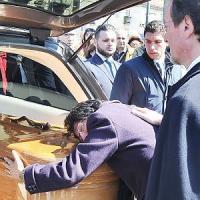 Centinaia di persone ai funerali torinesi di Serena, morta nel pullman in Spagna