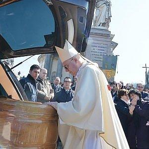 """Torino, l'appello di Nosiglia: """"Cristiani, andate a votare alle elezioni per il sindaco"""""""
