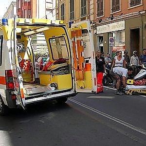 Biella: investita con il cane, porta sull'ambulanza anche l'animale