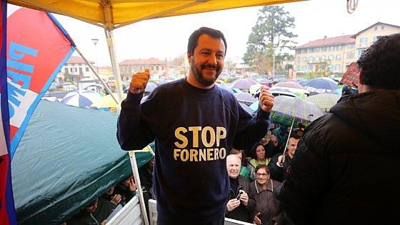 """Sit-in di Salvini sotto casa dell'ex ministra Fornero: """"Le porto le margherite ma lei chieda scusa"""""""