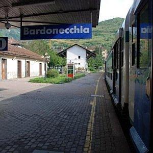 Torino, blocco di cemento ferma treno sulla linea per Bardonecchia