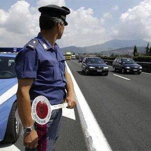 cerca autentico 2019 prezzo all'ingrosso migliori scarpe da ginnastica Novara: cintura di sicurezza non in regola, la polizia ferma ...