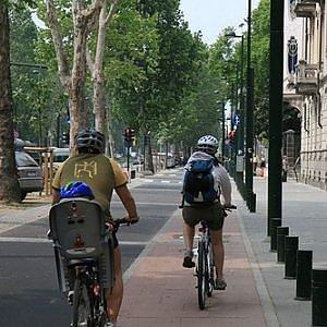Le trasformazioni di Torino si scoprono dal sellino di una bicicletta