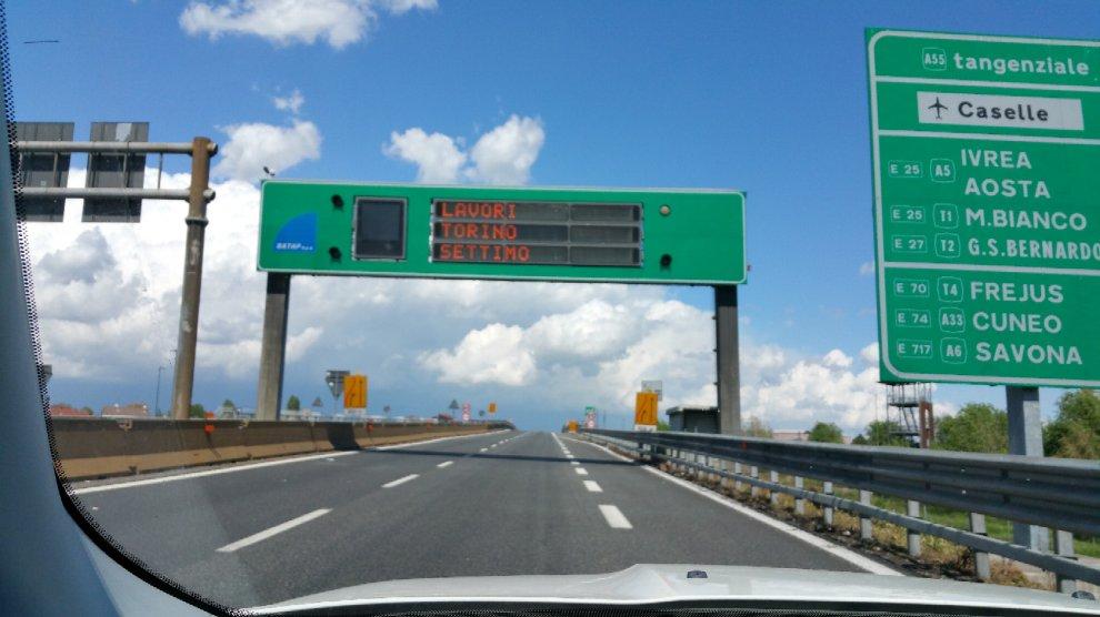 Tir, ruspe e barriere: Torino-Milano, slalom andata e ritorno nel cantiere infinito