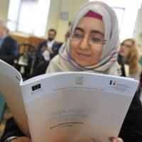Torino, la Costituzione entra in moschea: 500 copie tradotte in arabo per
