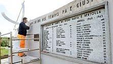 Ripulito il monumento  ai partigiani imbrattato dagli anarchici