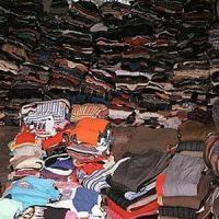 """Torino: gli abiti """"griffati"""" erano falsi in tessuto acrilico: sequestrati 100 mila capi"""
