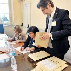 Elezioni a Torino, è record: 18 aspiranti sindaci e oltre ottomila candidati