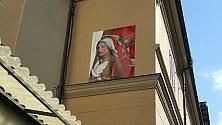 Il murale dell'artista poliziotto: una Madonna contro il femminicidio