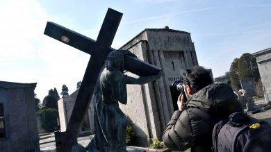 Torino, l'assurda storia della salma sepolta sopra un'altra bara e dimenticata due volte