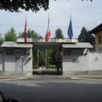 Torino, cade dal tetto della caserma e muore: la procura indaga