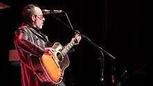 Elvis Costello, due ore    e mezza di musica    sul palco del Colosseo