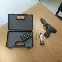 Torino, sul treno spaventano i passeggeri con una pistola giocattolo: due
