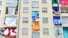 Le tende da sole del palazzo diventano arte