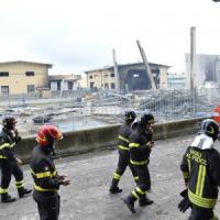 Sul rogo con esplosione nella fabbrica di vernici l'ombra dell'incendio